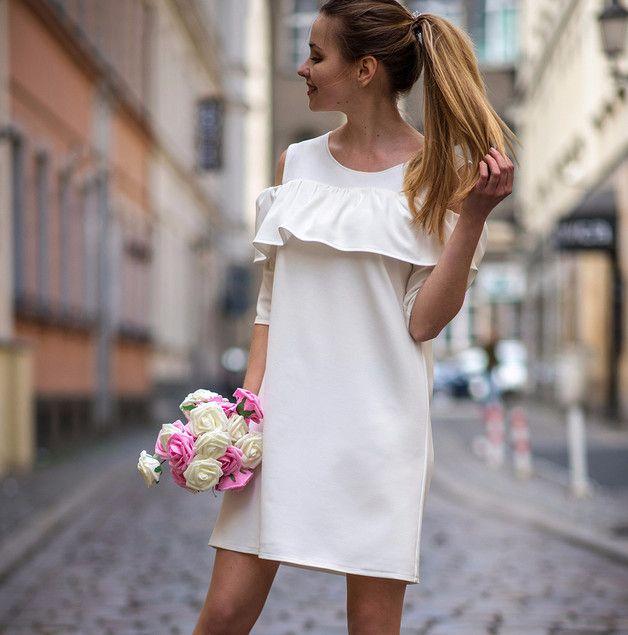 Sukienka z falbankami biała Cranberry - Cranberrysklep - Sukienki koktajlowe