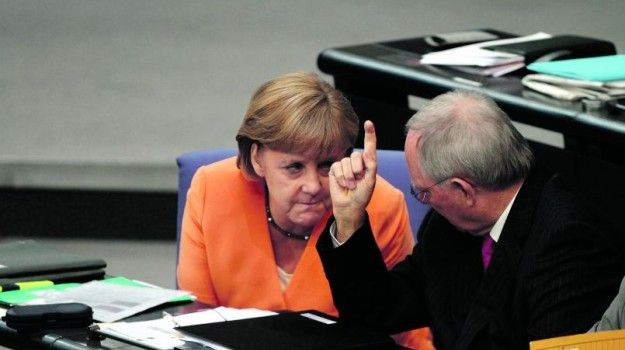 """[Leitura de Artigo Completo] """"A Alemanha está a ganhar qualquer coisa como 41 mil milhões de euros com a crise europeia graças à redução dos juros que lhe são cobrados."""" As conclusões são da revista alemã """"Der Spiegel"""", que ontem fez eco de uma resposta do Ministério ..."""