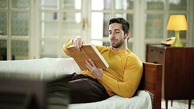 Что читают миллионеры?  Хочешь быть миллионером, веди себя как миллионер, бросай смотреть телевизор и читай книги. Этот список книг рекомендует успешный бизнесмен Евгений Чичваркин (основатель «Евросети»).  1. «Теряя невинность» Ричард Брэнсон.   Аж дух захватывает. Иногда кажется, как будто сам на высоте и испытываешь гипоксию. Потрясающая книга, единственное, что хочется сказать: если вы не обладаете таким бессознательным анализом, не надо повторять это, так это небезопасно в финансовом…