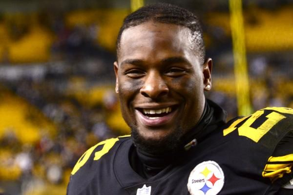 Running back Le'Veon Bell was one of the first athletes to respond to general manager Kevin Colbert's extension from the Pittsburgh…