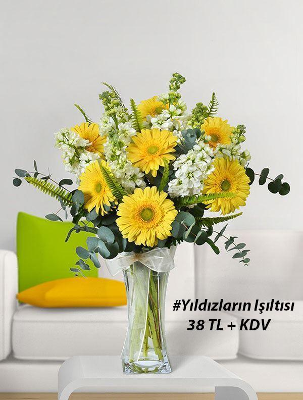 Cam vazo içerisinde yıldız gibi parlayan sarı gerberalar ve mis kokulu şebboylar sevdiklerinize iyi hissettirecek. #yıldızlarınışıtlısı #çiçek #escicek #günaydın #goodmorning #flower   https://www.escicek.com/yildizlarin-isiltisi