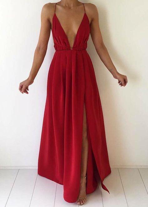 vestido vermelho super decotado em V com fenda lateral