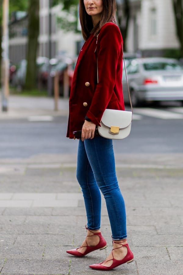 10 Fresh Ways to Wear Skinny Jeans This Fall via @PureWow Get the look: Old Navy jeans ($25); ModCloth blazer ($80); Sam Edelman flats ($84)