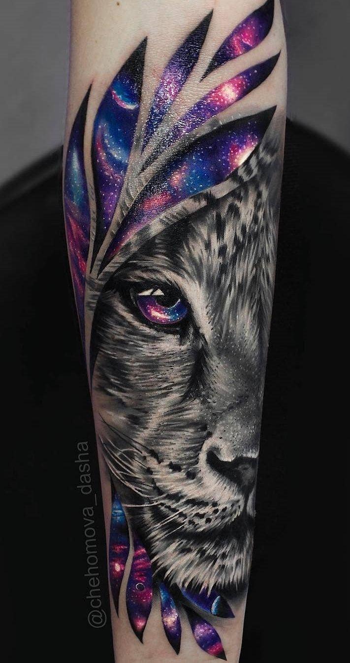 Tatuaje de león en el antebrazo