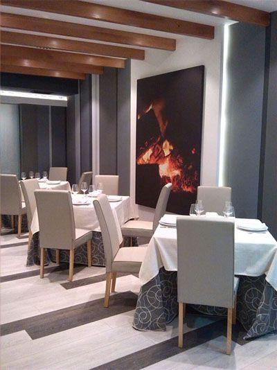 La Castillería de Vejer ya ha abierto su restaurante asador de carnes en Madrid. El nombre escogido es raza 7 y es el propio Juan Valdés con Ana Lucía Melero los que están en la dirección del establecimiento formando el equipo que se quedará para atender el nuevo espacio. Todos los detalles aquí. http://www.cosasdecome.es/sin-categora/raza-7-el-restaurante-de-la-castilleria-en-madrid-ya-esta-abierto/#.VKz8M3tUV6I