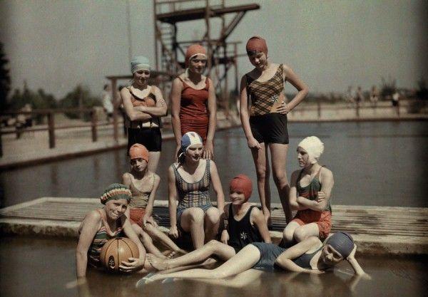 Moda praia feminina em 1928.