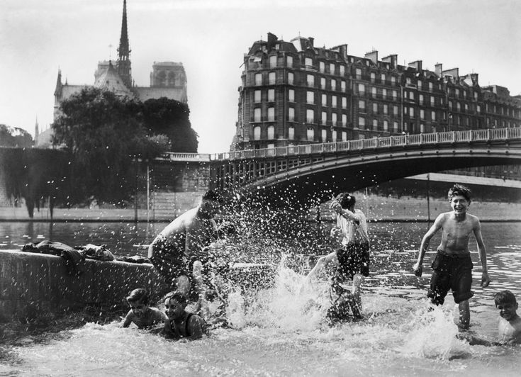 23 Vintage Photos That Show What Summer Fun Looked Like Before The Internet --- France - August 07: Children Swimming In The Seine In Paris, Near Notre-Dame, On August 7, 1937. (Photo by Keystone-France/Gamma-Keystone via Getty Images)