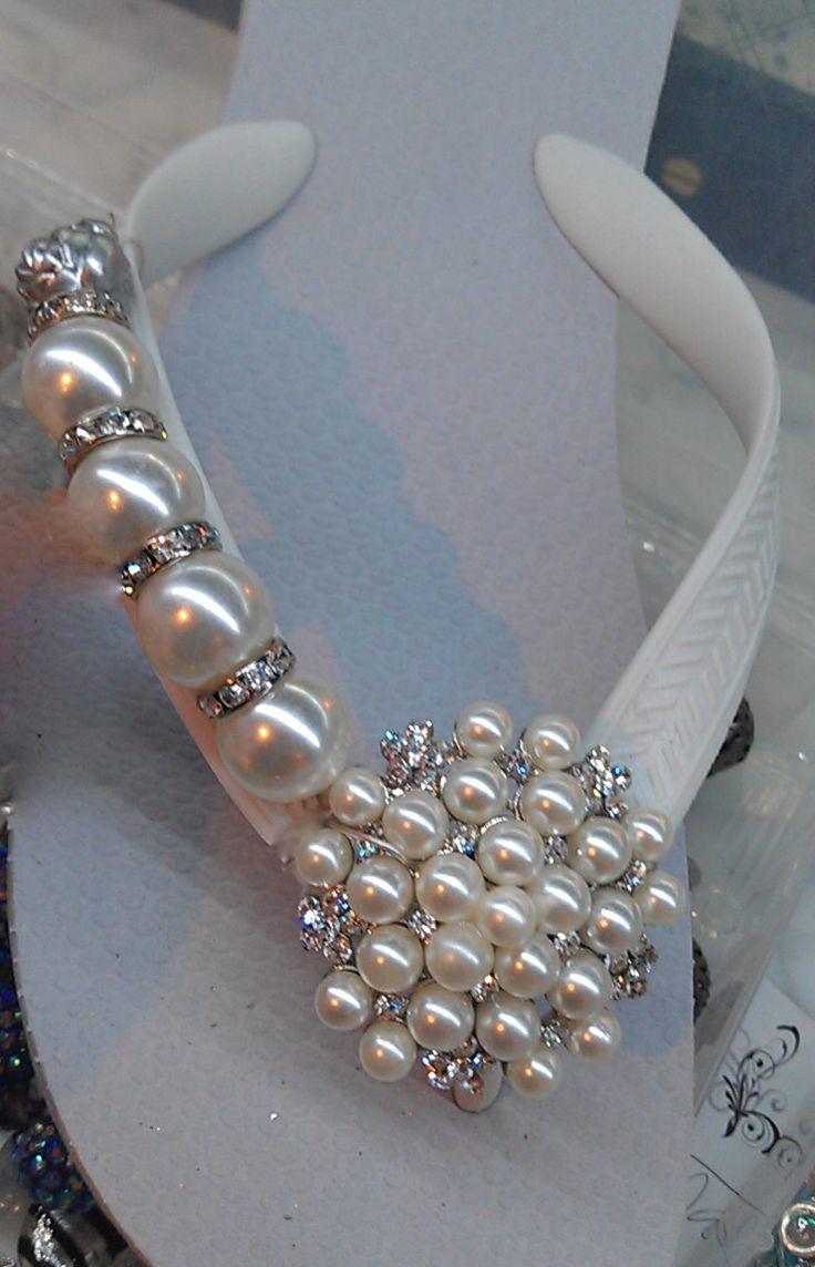 Sandalias decoradas con perlas CINDERELLA'S FLIPINISTA Flipinista, Your BFF (Best Flip FLop)