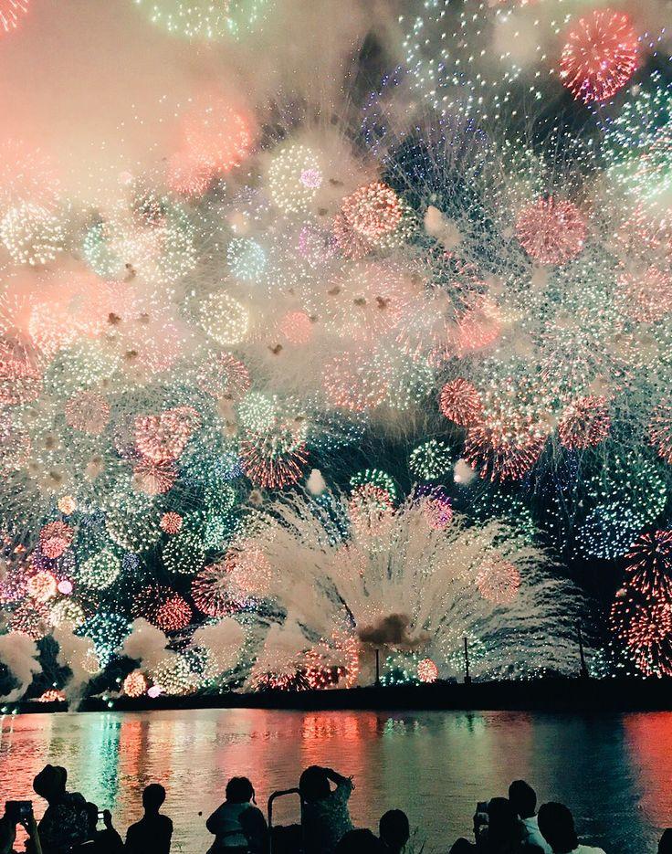 """りょうこ on Twitter: """"三重に住んでる友だちが「故郷の花火を見ているよ」ってLINEくれたんだけど、こんな夢みたいな景色ある…? https://t.co/3xeu4fvg1s"""""""