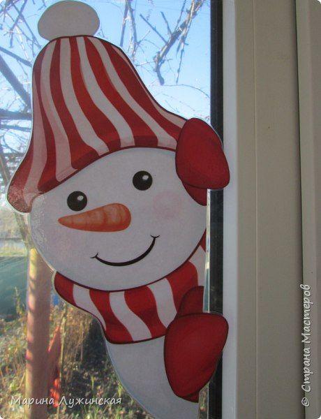 Оригинальное украшение на окна. <br><br>Идею предложила Марина Лужинская<br>Под новый год у них появятся и любопытные снеговички, которые выглядывают из окношка на улицу, или наоборот, заглядывают к нам на огонёк..<br>Заглядывайте к ней к гости, на ее страничке можно найти много всего интересного..