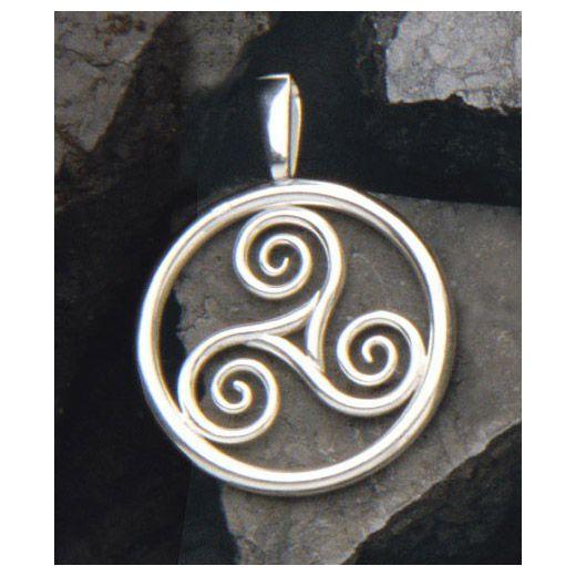 De drie spiralen representeren water, lucht en aarde. Een symbool van inspirerende spontaniteit, lichtheid en vrijheid, de ware natuur van de geest. Ø28 mm.