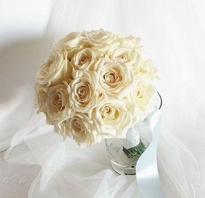 Il #bouquet per una #Sposa è il suo talismano. L'ultimo oggetto che tiene tra le mani prima di iniziare la #cerimonianuziale quando lo lascia solo per stringere la mano del proprio #Sposo. Per questo i nostri #weddingplanner vi aiuteranno a sceglierlo in modo che rappresenti voi e il vostro #matrimonio nei significati dei fiori e nei colori in linea con il tema delle vostre #nozze. Contattateci su www.eventovincente.com e venite a incontrare i nostri #weddingplanner