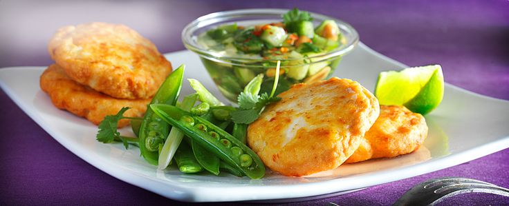 Tord Man Pla, som fiskekakene heter på thai, er etgodt alternativ på middagsbordet. Server sammen med jasminris, sukkererter og en thailandsk agurksalat.