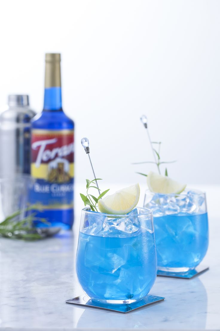 The Blue Lagoon Cocktail - makes you wish you were on vacation, doesn't it? ☀️ Imagine this cocktail all summer at your pool parties, BBQs, weddings, picnics and so much more!