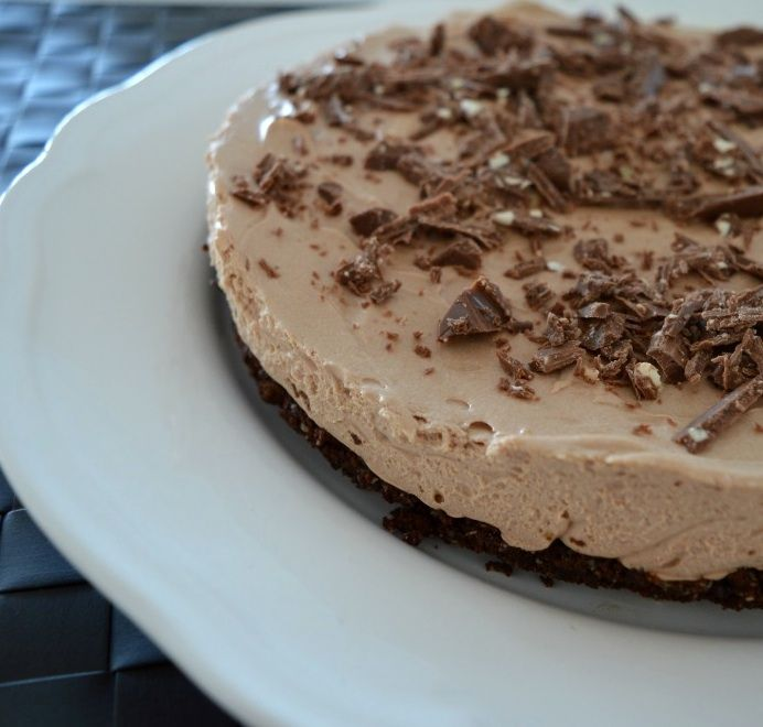 With an almond and chocolate biscuit base, a creamy chocolate filling - you are guaranteed to enjoy every single bite of this Toblerone cheesecake