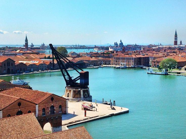 Dal 25 aprile l'Arsenale è aperto alla città: tre giorni di iniziative gratuite per scoprire il simbolo di Venezia. Racconta l'evento con Instagram: posta le tue foto con #arsenaleaperto