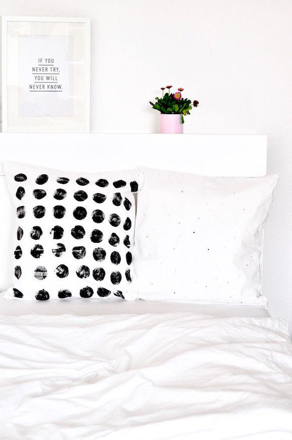Einfaches DIY: Kissenbezüge mit Kartoffeldruck gestalten.