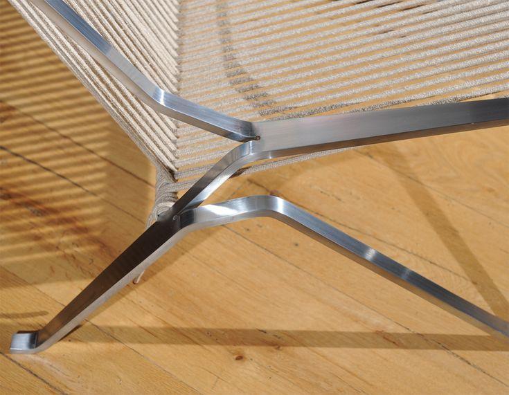 Nr. 34 Design stoelen top 100 Deze geweldige RVS stoel van Poul Kjaerholm is ontwerpen in 1951. De zittingen en leuning zijn gemaakt van strak gespannen touw dat om het RVS frame gewikkeld is. Het RVS frame lijkt uit een stuk gesneden te zijn, waarna hij in deze vorm is gebogen. Door het gebruik van  Read More →