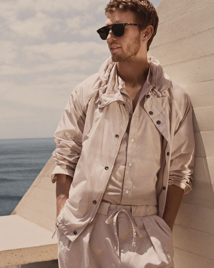 Back in the shade: fresh off-white colors and sharp sunglasses for a #SummerOfEase