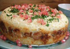 Pastel de arroz basmati al horno con relleno de pollo