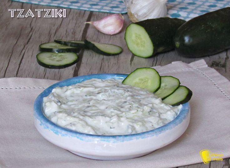 Tzatziki ricetta originale della salsa greca allo yogurt e cetrioli il chicco di mais