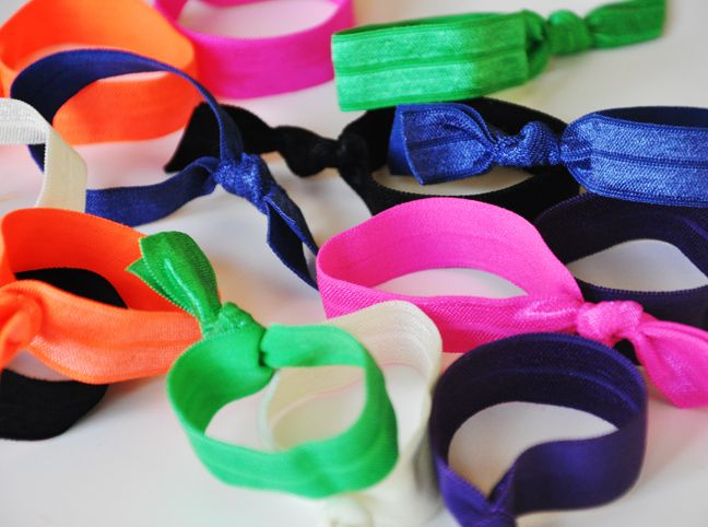 DIY: Elastic Hair Ties from FOE! I need these for my long hair.