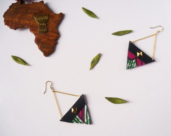 Wax printed fabric and leather pendant earrings - Graphic earrings - Triangle earrings in recycled leather with chain Gift for her - Africa by Adorness Jewelry #africa #wax #fabric #triangle #handmadejewelry #upcycling #recycling