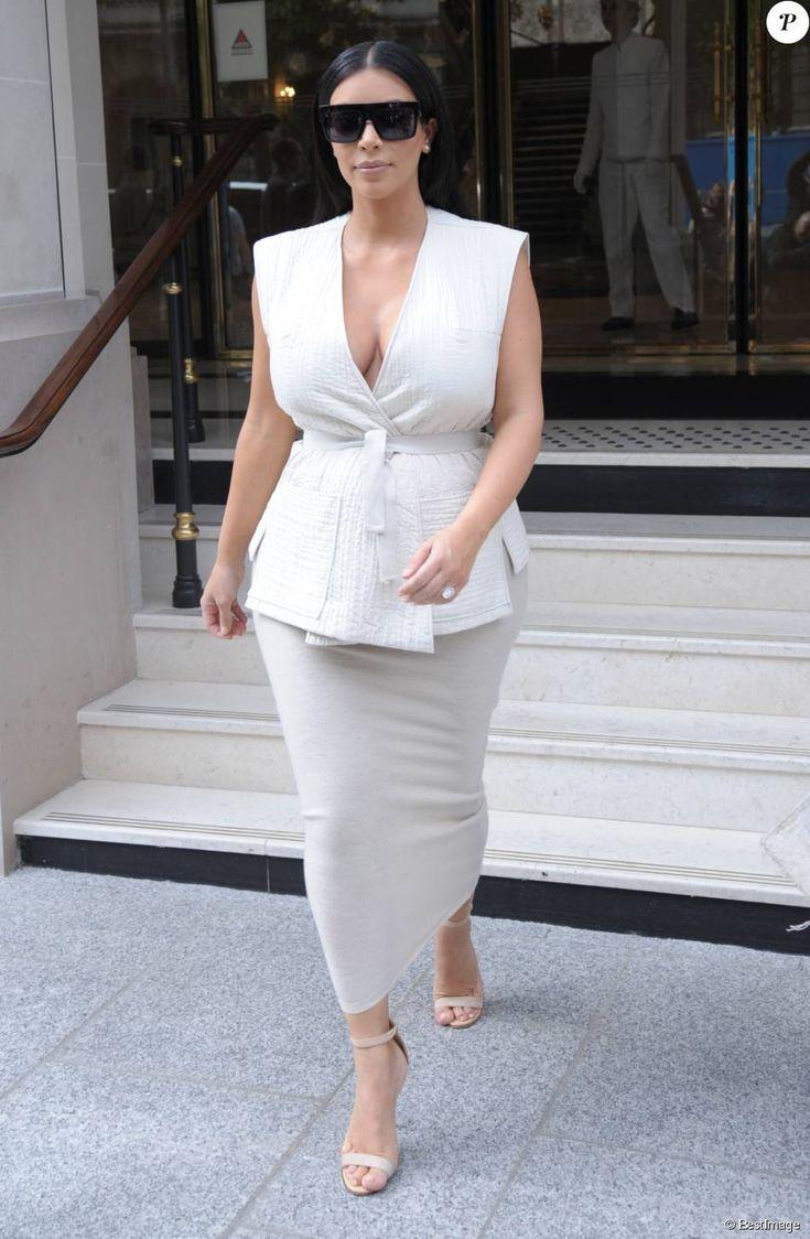 Kim Kardashian, enceinte, quitte l'hôtel The Peninsula. Paris, le 21 juillet 2015.