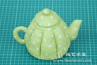 http://www.meumundocraft.com/2012/02/uma-chaleira-charmosa.html