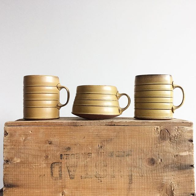 These horizontal ribs are inspired by the ridges/strapping on old tins and barrels, but the middle mug reminds me of a ribbed sweater that shrunk in the wash. A bit of a belly showing underneath. It's that time of year, after all;) #mugs