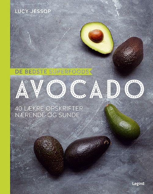 De bedste Superfoods - avocado er virkelig superfood. den er fuld af e-vitamin, folsyre, kalium og fibre, der alle har en række gavnlige virkninger på din vægt, krop og sundhed – og så smager den skønt. Få nye, spændende ideer til dit køkken. Start dagen med en af bogens lækre smoothies, og slut af med en dejlig, fugtig chokoladebrownie med hasselnødder. Prøv også avocadopesto med linguine eller en læskende grøn gazpacho.