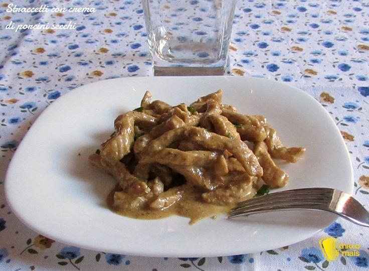 STRACCETTI CON CREMA DI PORCINI #straccetti #funghi #porcini #carne #ricetta #recipe #meat #mushrooms #italy #italianfood #foodporn http://blog.giallozafferano.it/ilchiccodimais/straccetti-con-crema-di-porcini-secchi/