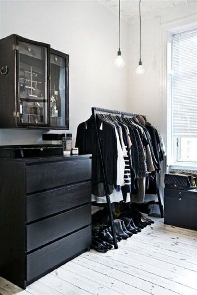 This amazing black dresser is simply mind blowing, it is not just functionally designed but it serving the aesthetic purposes beautifully in the space. The daily used casual clothes have been properly hanged so that one does not bother to mess up the drawers every day, while, another storage is properly organised in the dressers.
