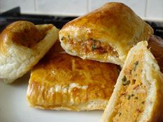 Julie Goodwin shows you how to make the ultimate homemade sausage roll.