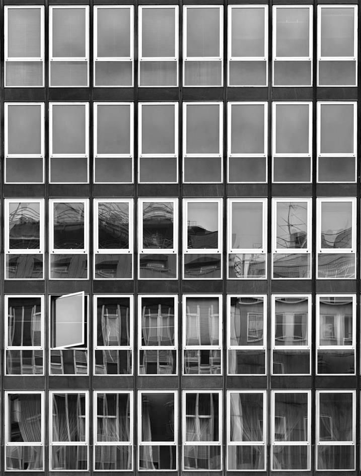 Luigi Caccia Dominioni, Edifici per uffici e negozi, 1953-59 #arquitectura #fachadas #carpinterias