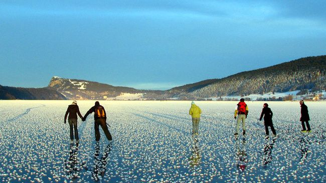 Lac de Joux in the Vaud Jura is located at 1,000 metres in the valley of the same name (Vallée de Joux).
