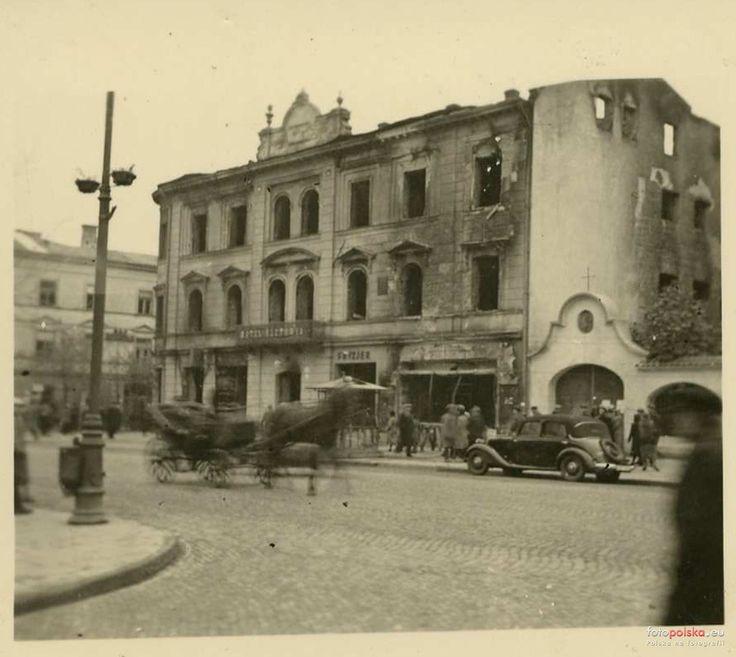 Lublin - 1939 rok, wypalony budynek hotelu Victoria