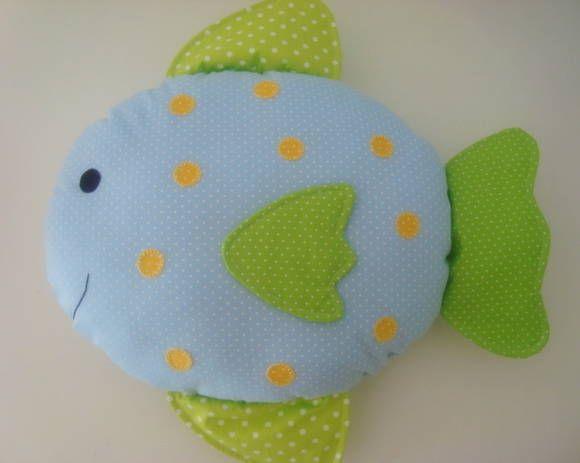 Almofada peixe, aplicações feitas à mão, enchimento com fibra siliconada. Podemos fazer com outras cores e estampas. R$ 66,00