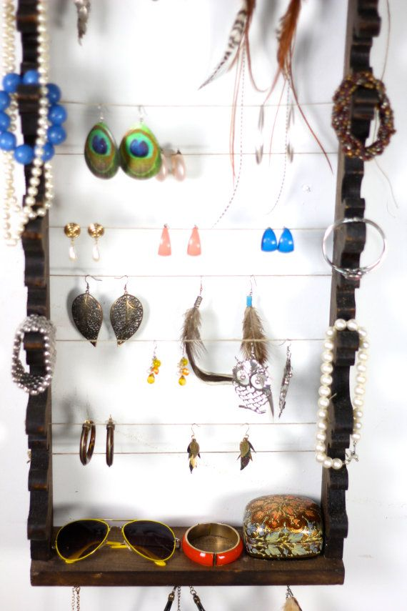 Oooh, I like this idea! Place for bracelets & sunglasses too! Frame and String DIY Jewelry Holder
