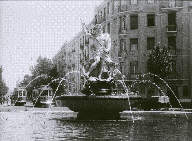 Estátua de Neptuno, na altura na Praça do Chile e que mudou mais tarde para a Estefânia