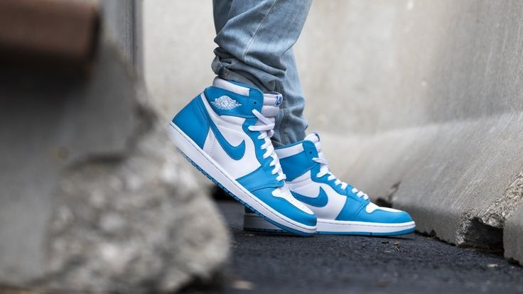 Inspired by Jordan's collegiate alma mater, the Air Jordan 1 Retro UNC features white premium leather on it's uppers along with Dark Powder Blue accents. An iconic colorway that hasn't been in stores in 30 years.