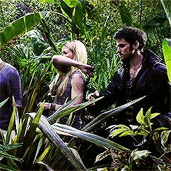 bracelet design website GIF This was such a funny scene Emma didn   t even know she almost sliced the side of Hooks head XD