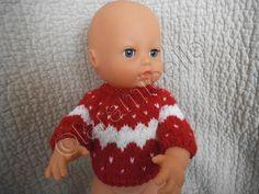 ce poupon partira bientôt, alors je l'ai habillé aux couleurs de Noël , de plus j'adore l'association du rouge et blanc, ça tombait bien T UTO MATERIEL 2 laines à tricoter avec du 3,5 aig 3,5 2petits boutons POINTS côtes 1/1 : une maille endroit une maille...