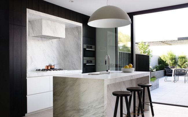Once a typically narrow terrace in inner-city Melbourne, the addition of a few structural elements have turned this townhouse into an elegant home. Photography