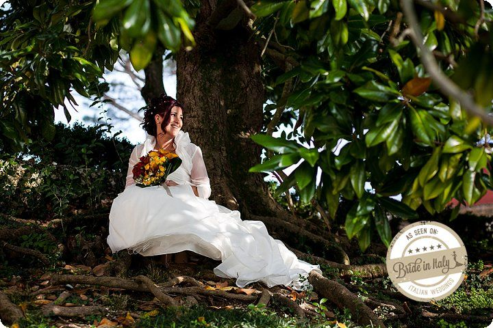 This romantic bridal dress is perfect for a not too chilling, autumn wedding. Ph Luca Faz. http://www.brideinitaly.com/2013/12/luca-faz-autumn.html #ItalianStyle #wedding