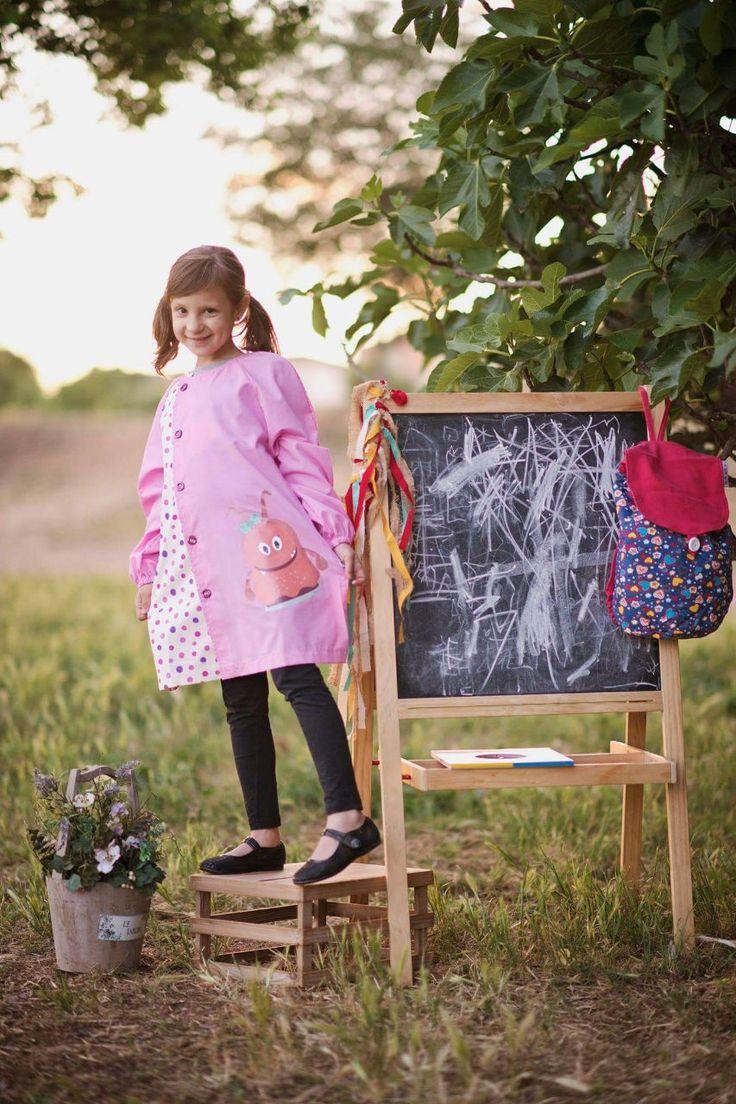 Y a nuestra monstruita Nora también la hemos traido a las batas de primaria. ¿A qué es guapa? http://www.monstruitos.es/home/115-bata-primaria-nora.html