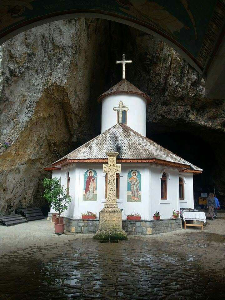 Manastirea Pestera Ialomitei,  Moroeni, Dambovita