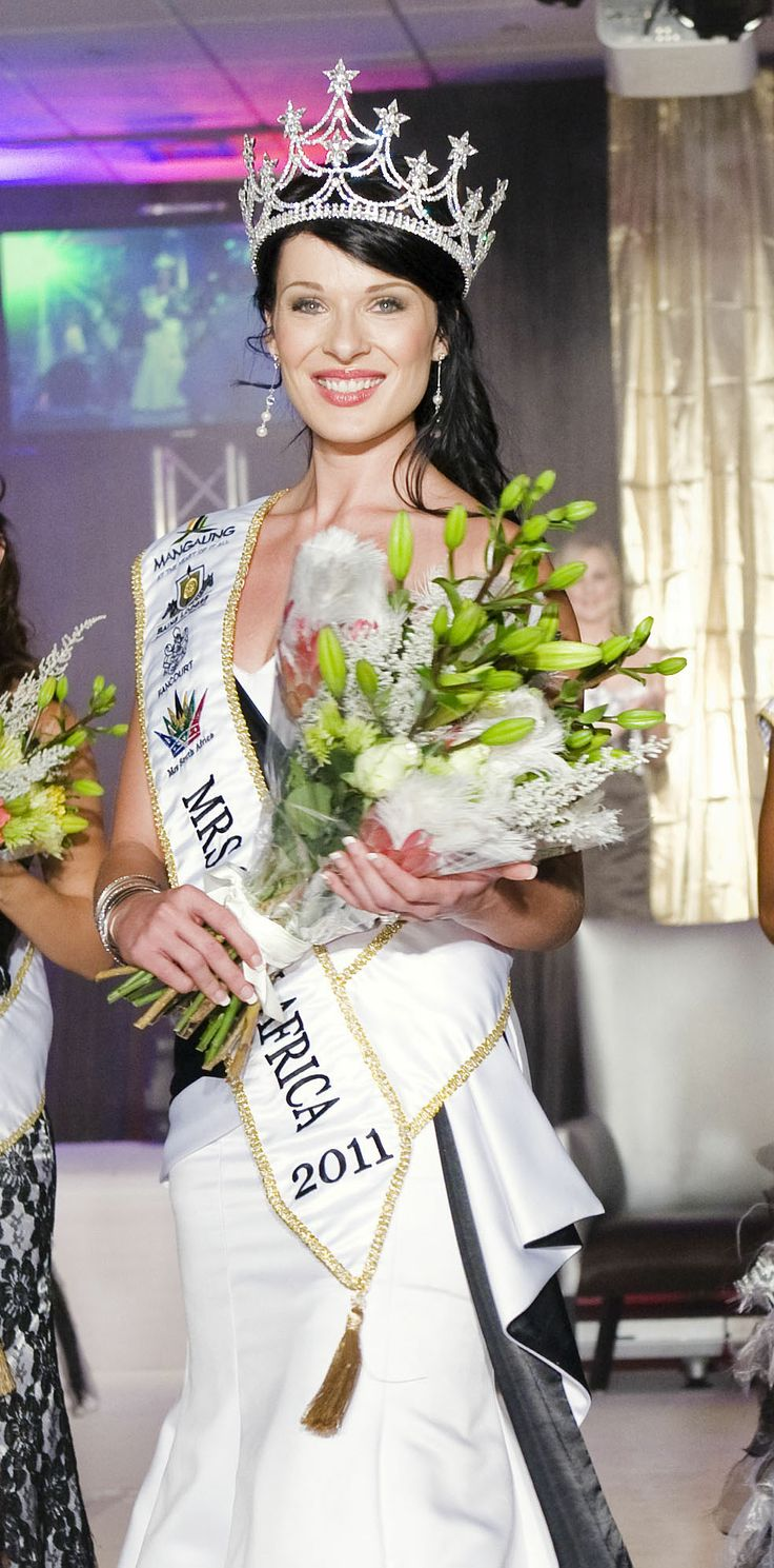 Lynné de Jager crowned as Mrs South Africa 2012