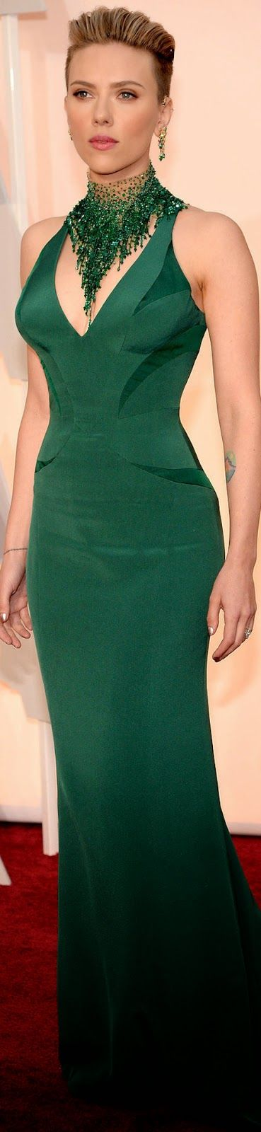 Scarlett Johansson accentuates her curvy figure in this emerald Versace number and matching necklace. 2015 Oscar Red Carpet