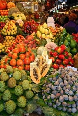 Al mercato - La spesa tra le bancarelle di un mercato coperto Boqueria  BCN